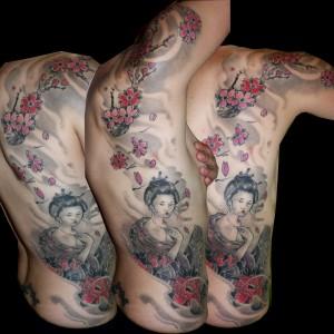 tatuajes huesca, tattooS huesca, tatuaje geisha, tattoos flores,