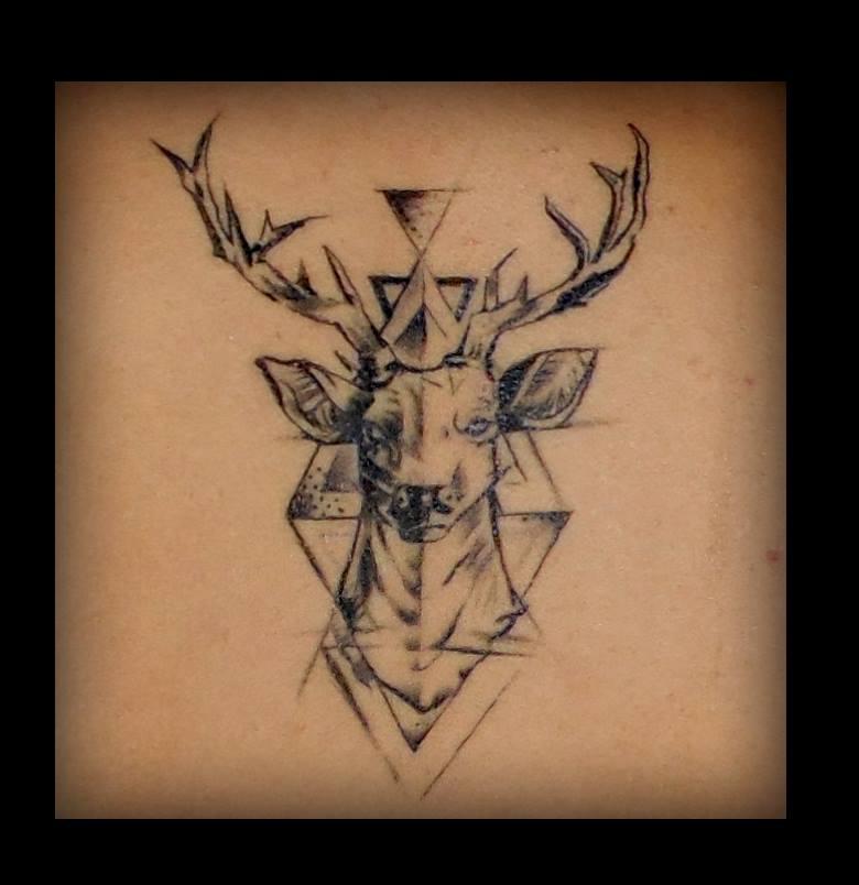 tattoos huesca,tattoos jaca, tatuaje ciervo