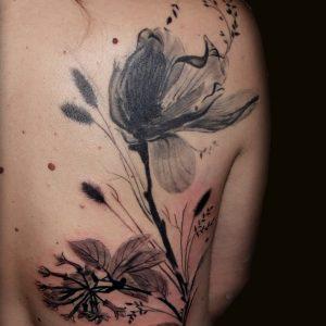 tatuaje tattoo tapado cover flores radiografía chica espalda negro 13depicas jaca huesca