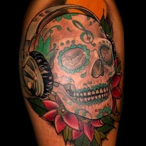 tatuaje calavera neo tradicional color