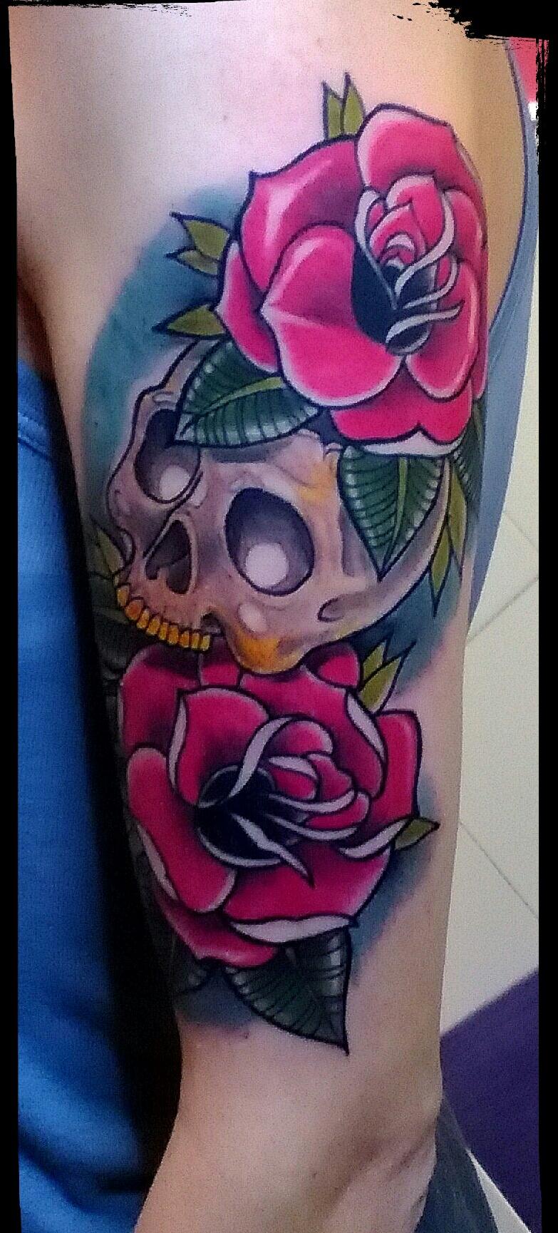 Tatuaje Calavera Rosas 13dePicas