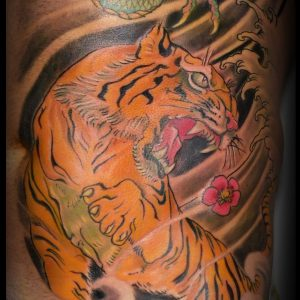 tatuaje-tigre-japones-color-costado-sombras-13depicas