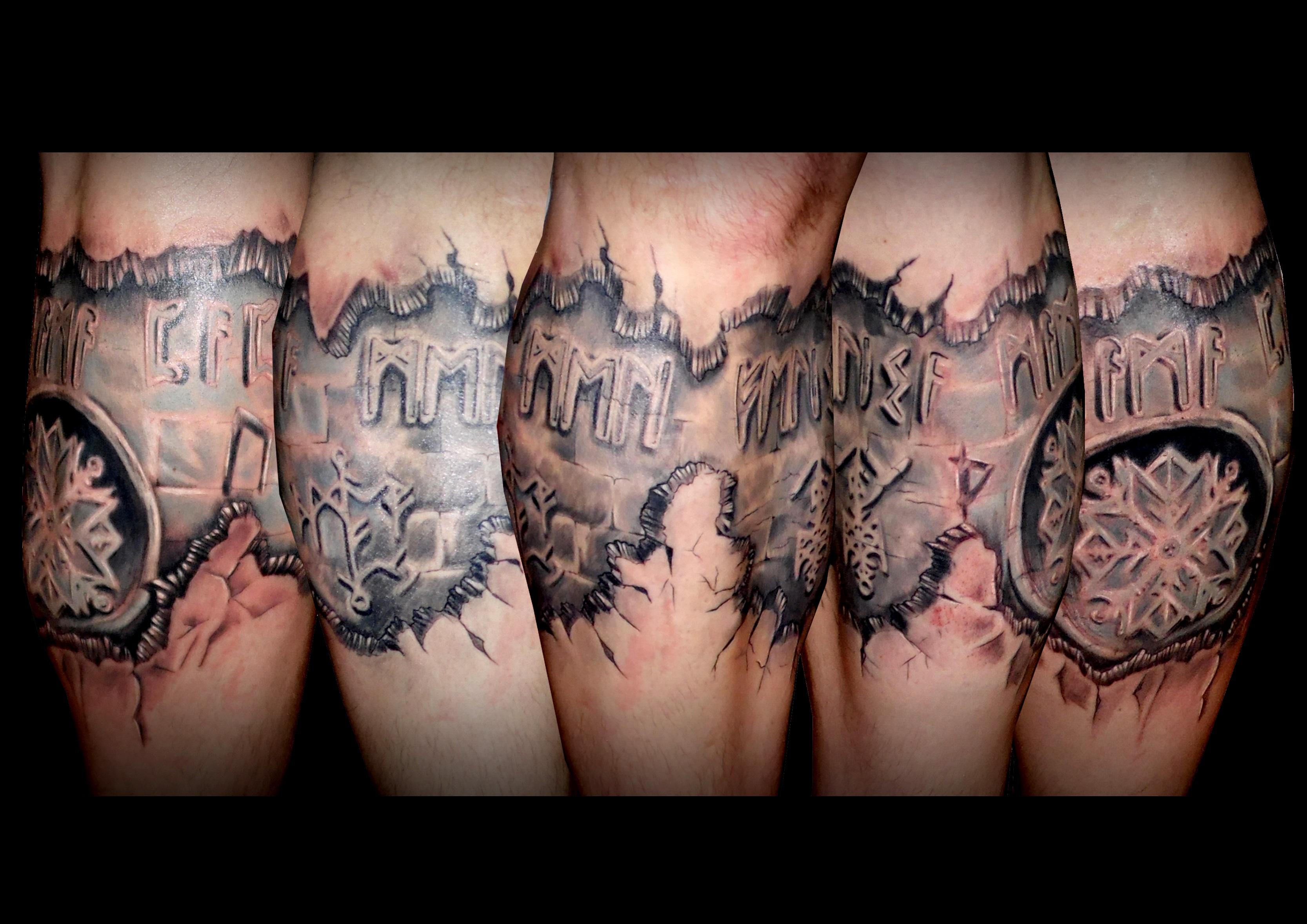pierna tattoo tatuajes huesca jaca 13depicas rotura vikingos runas grabado piedra gris blanco negro
