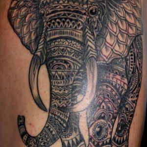 tatuaje tattoo elefante lineal negro muslo 13depicas geométrico