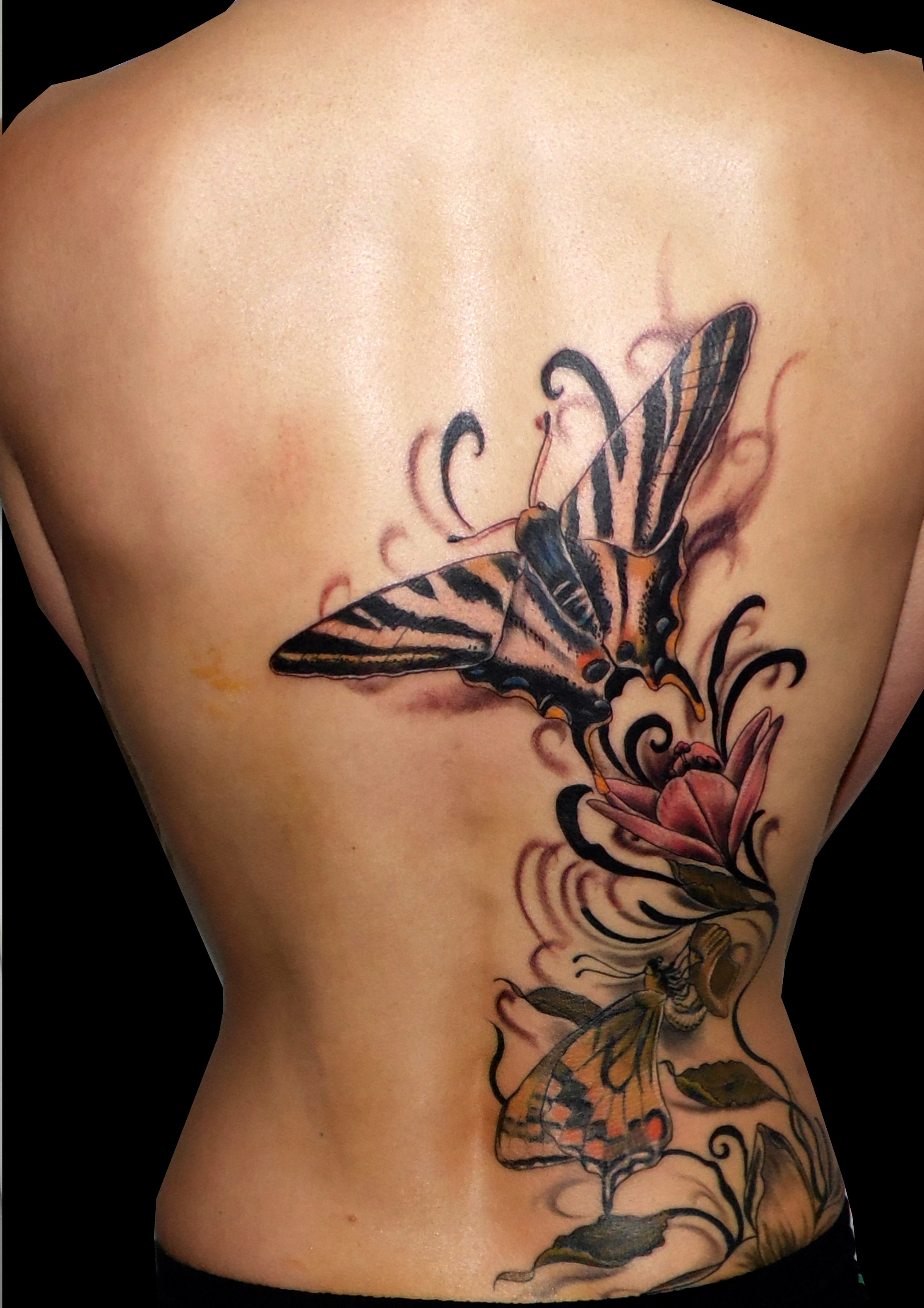 mariposas espalda flores trecedepicas 13depicas tattoo jaca huesca madein tatuajes españa spain color