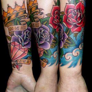 tradicional tattoo tatuaje corona diamante flores rosas jaca huesca españa trecedepicas 13depicas antebrazo color