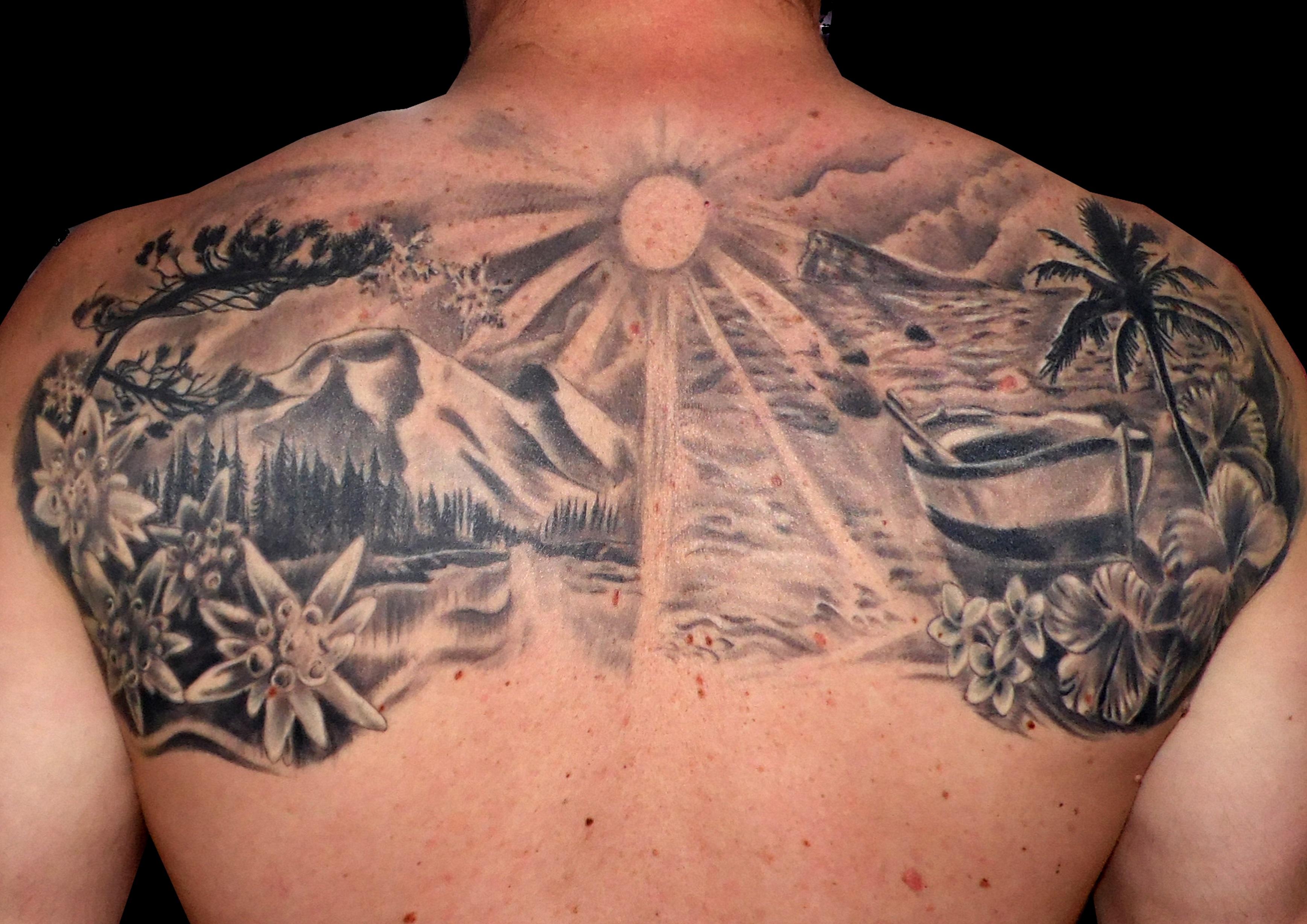 tatuaje imagenes tattoo paisaje espalda black grey blanco negro paisaje mar montaña flores barco 13depicas