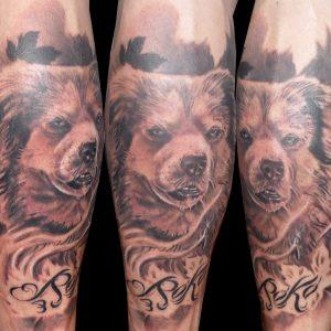 tatuaje tattoo retrato perro realismo blanco negro black grey mascota gemelo pierna 13depicas promoción tatuajes