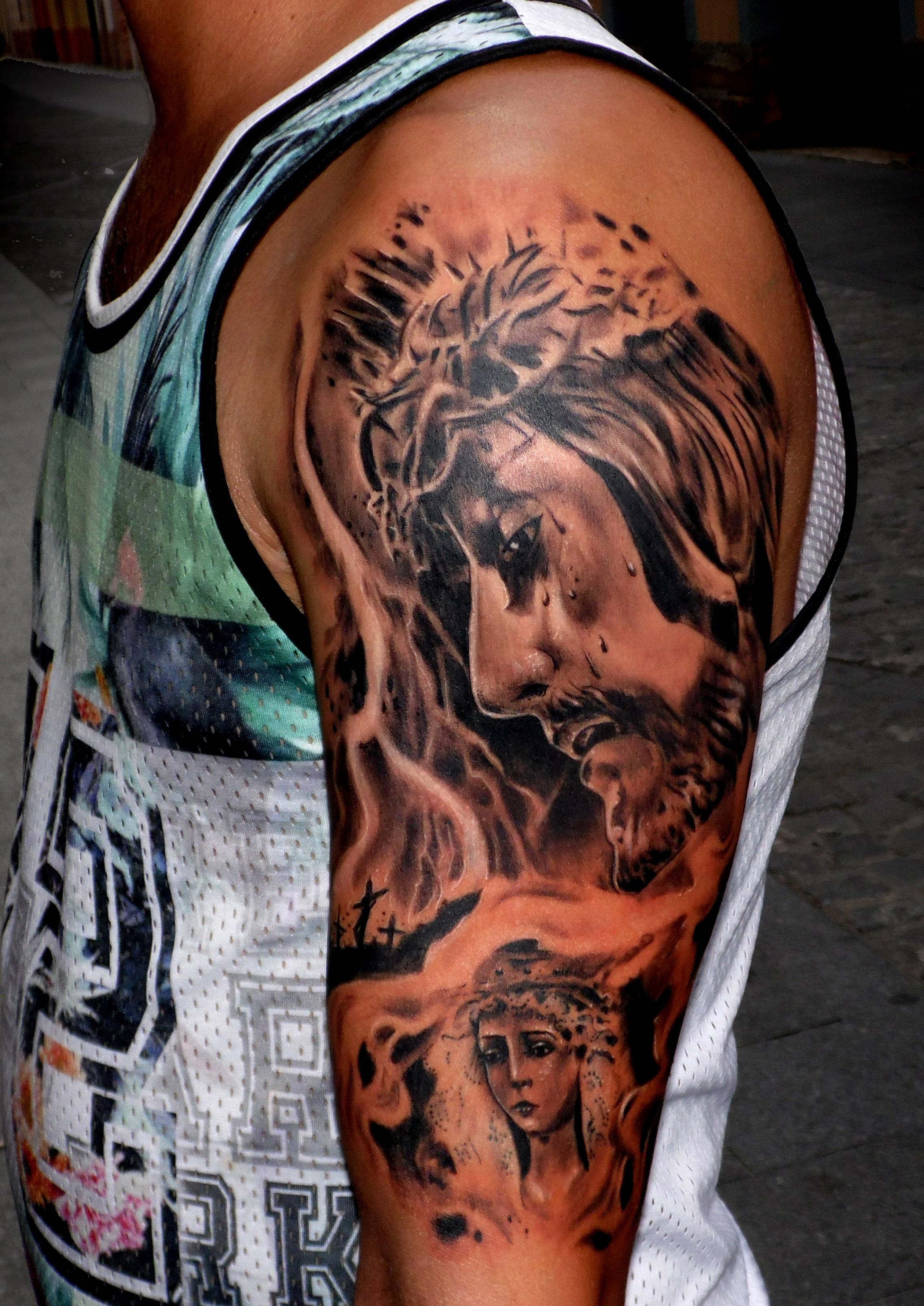 tatuaje tattoo realista retrato jesus cristo virgen campillo hombro brazo realista cruz 13depicas jaca huesca
