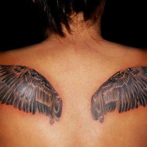 tatuaje tattoo imagenes alas espalda chica blanco negro sombreado 13depicas jaca huesca