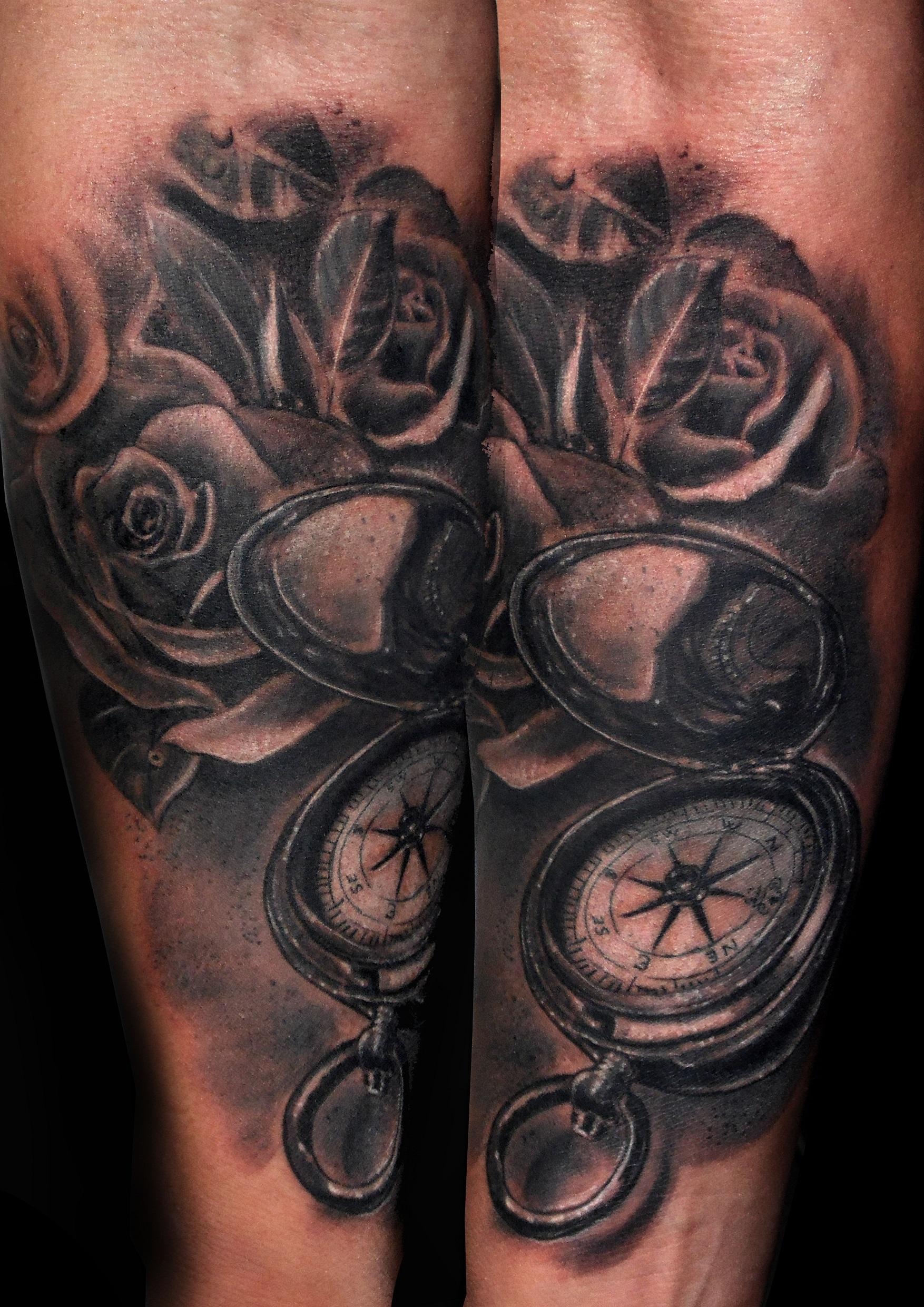 tattoo brujula rosas 13depicas tatuajes huesca jaca spain españa tatuajes ink antebrazo realista
