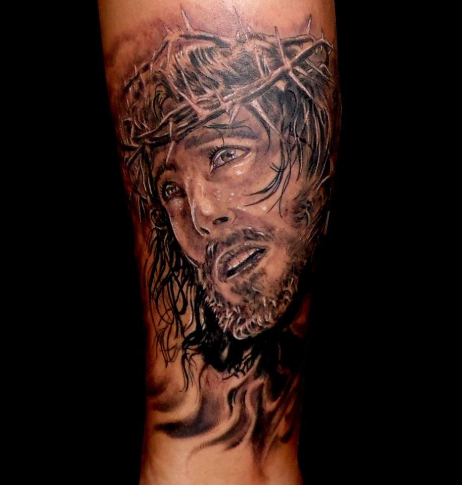 tatuaje tattoo retrato realista Jesucristo pierna realismo black grey 13depicas jaca huesca pamplona