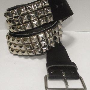 cinturon piramides negro 13depicas punk ropa alternativa online
