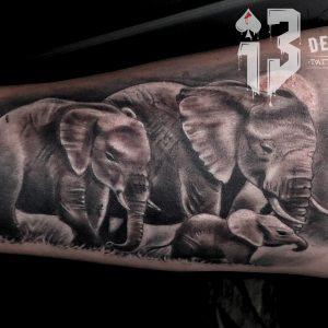 tatuaje realista antebrazo elefantes familia animales family tattoos jaca huesca spain 13depicas trecedepicas
