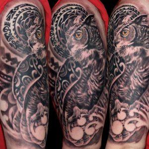 buho tattoo brazo hombro realismo tribal jaca huesca spain 13depicas tatuajes