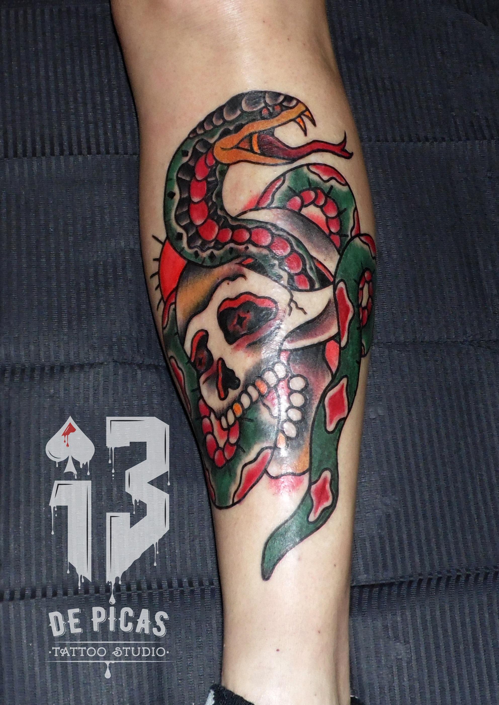 calavera serpiente tattoo oldschol skull snake jaca huesca aragon spain españoles tatuadores madein13 13depicas trecedepicas