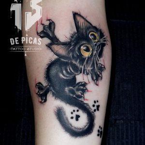 tatuaje gato tattoo antebrazo cómic cat huellas arañazo 13depicas Jaca Huesca