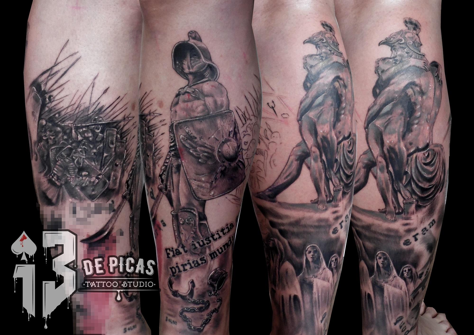 gladiador romanos tatuaje tattoo batalla pierna black grey realismo 13depicas escudo casco estatua