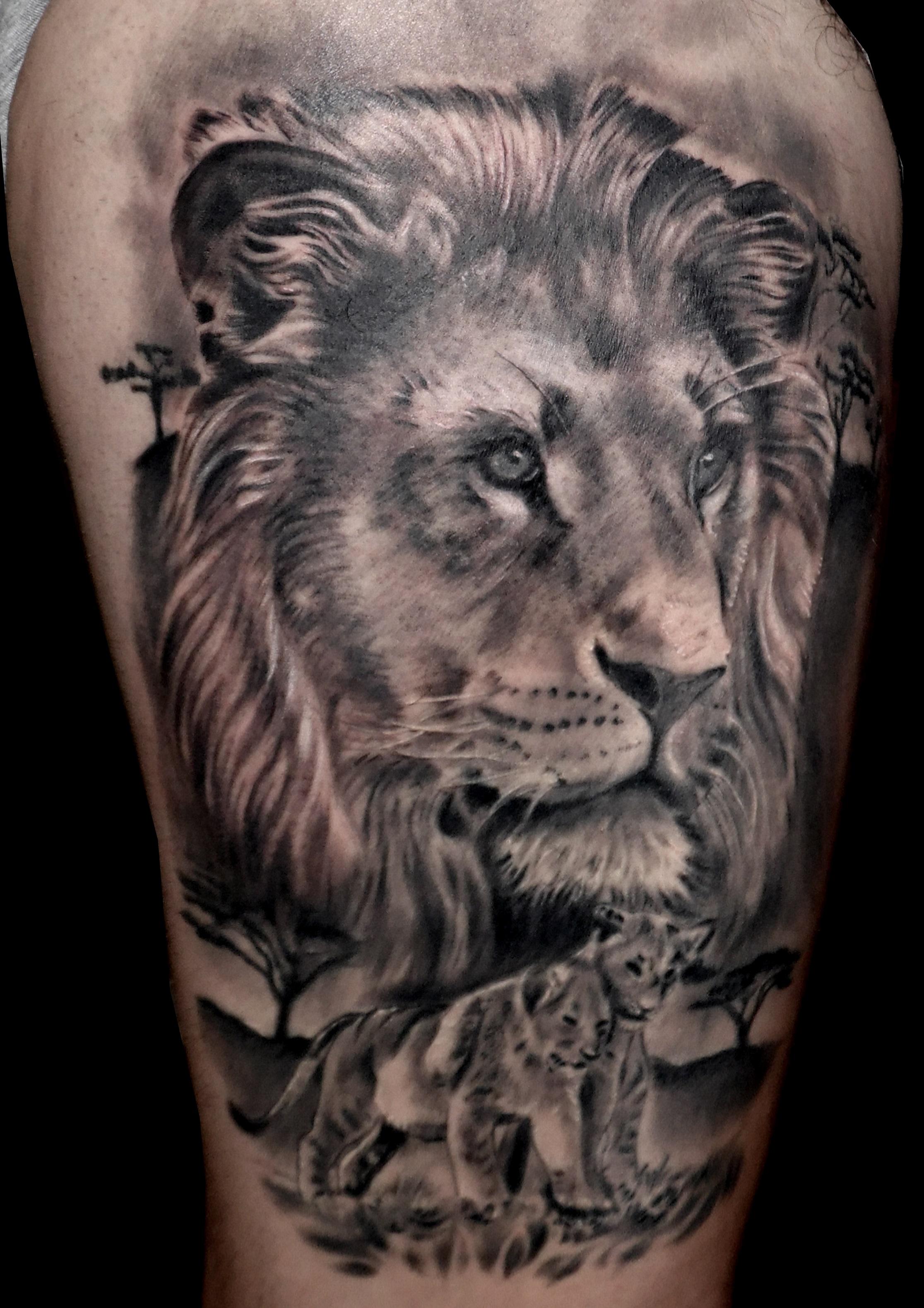 tatuaje tattoo leon familia realismo naturaleza animales muslo blanco negro 13depicas jaca huesca