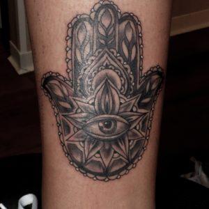 tatuaje tattoo mano fatima pierna negro gris jaca huesca 13depicas