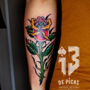 rosa tradicional old school tattoo tatuaje color antebrazo 13depicas jaca huesca