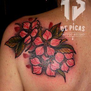 tatuaje tattoo cover tapado flores cerezo espalda color 13depicas jaca huesca