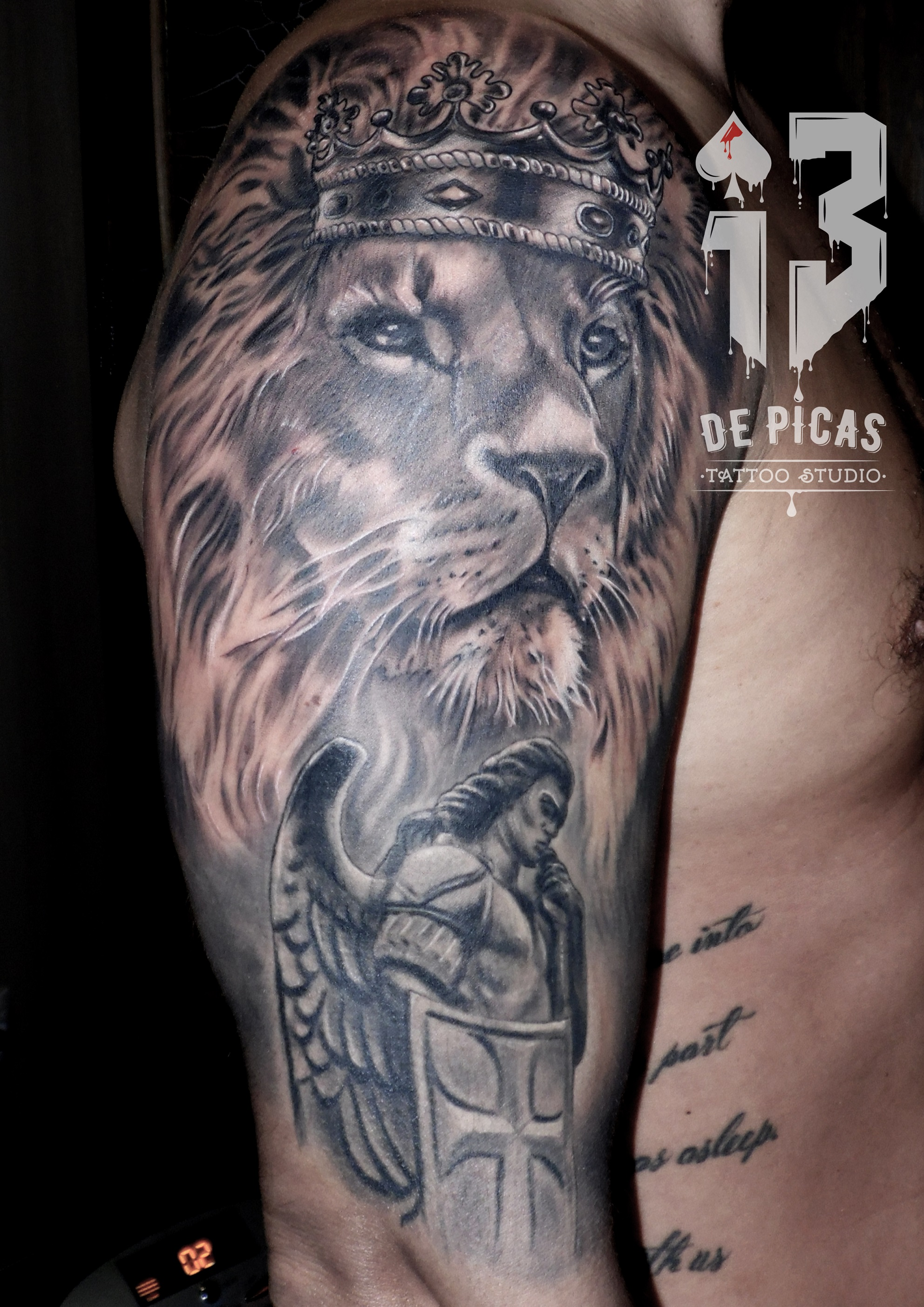 Tattoos Realismo Leones 13depicas Com Studio Tattoo Piercing
