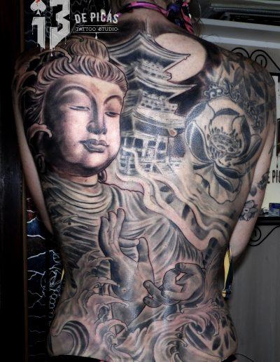 tatuaje tattoo pagoda buda budha lotos espalda black grey 13depicas jaca huesca realista retrato oriental